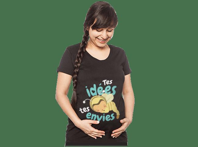T-shirt de maternité - Schwangere Frau trägt ein selbst gestaltetes und bedrucktes T-Shirt