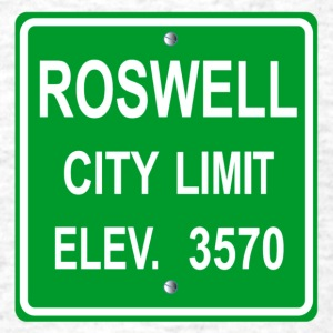 Roswell Road Sign - Men's T-Shirt