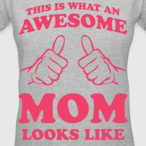 This is what an awesome mom looks like - Women's V-Neck T-Shirt