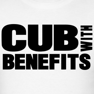 CUB WITH BENEFITS - Men's T-Shirt