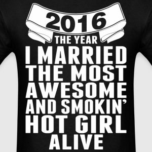 2016 The Year Married The Most Awesome Hot Girl - Men's T-Shirt