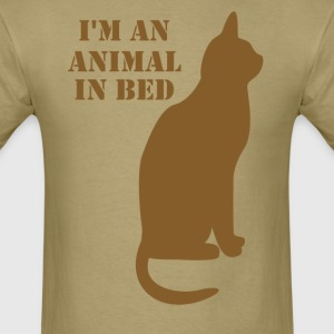 Im an animal in bed - Men's T-Shirt