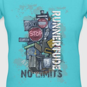 Runnertude No Limits gals tee - Women's V-Neck T-Shirt