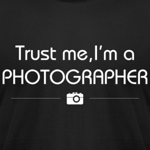 I'm a photographer tee - Men's T-Shirt by American Apparel