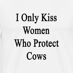 i_only_kiss_women_who_protect_cows T-Shirts - Men's Premium T-Shirt