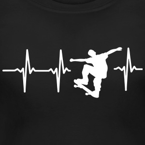 MY HEART BEATS FOR SKATEBOARDING! Women's T-Shirts - Women's Maternity T-Shirt