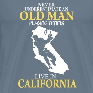 Never underestimate an old man playing tennis - Men's Premium T-Shirt