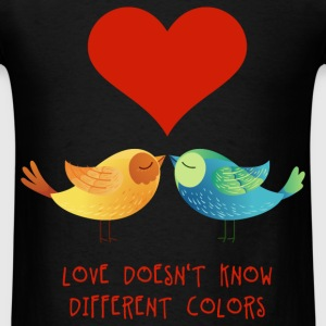 love_doesnt_know_different_colors_072016 T-Shirts - Men's T-Shirt