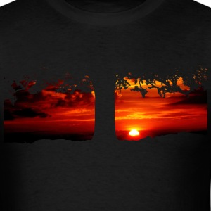 Tree in the sunset - Men's T-Shirt