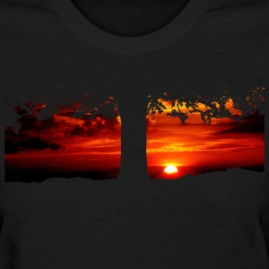 Tree in the sunset - Women's T-Shirt