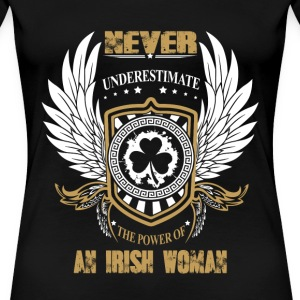 Irish woman - Never underestimate the power of her - Women's Premium T-Shirt