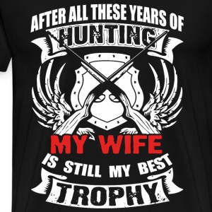 Hunting - My wife is still my best trophy t - shir - Men's Premium T-Shirt