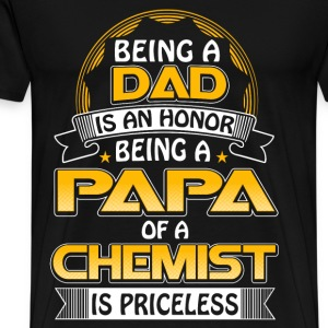 Chemist - Being a papa of a chemist is priceless - Men's Premium T-Shirt