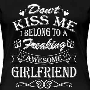 Girlfriend - Don't kiss me I belong to girlfriend - Women's Premium T-Shirt