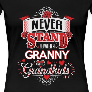 Granny - Never stand between a granny  - Women's Premium T-Shirt