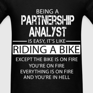 Partnership Analyst T-Shirts - Men's T-Shirt