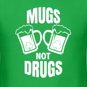 Mugs not drugs - Men's T-Shirt