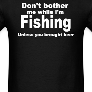 fishing with beer - Men's T-Shirt