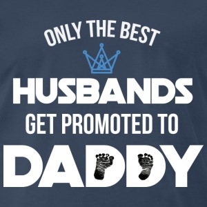 Only the best husbands get promoted to daddy - Men's Premium T-Shirt