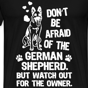 Dont be afraid of the german shepherd but watch - Men's Premium T-Shirt