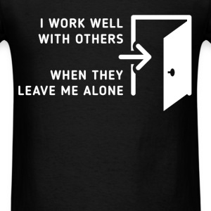 I work well with others when they leave me alone - Men's T-Shirt