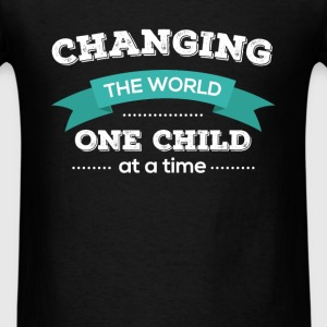 Changing the world one child at a time - Men's T-Shirt