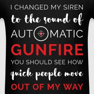 I change my siron to the sound of automatic gunfir - Men's T-Shirt