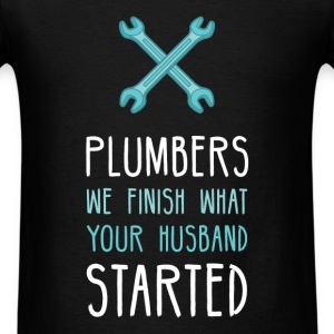 Plumbers we finish what your husband started - Men's T-Shirt