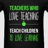 Teachers who love teaching teach children to love  - Men's T-Shirt