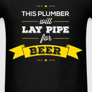This plumber will lay pipe for beer - Men's T-Shirt