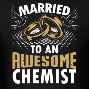 Married To An Awesome Chemist - Men's T-Shirt