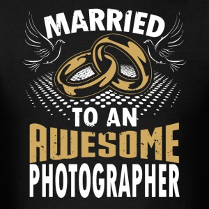 Married To An Awesome Photographer - Men's T-Shirt