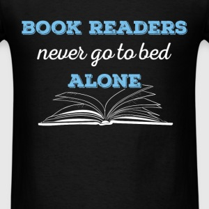 Book readers never go to bed alone - Men's T-Shirt