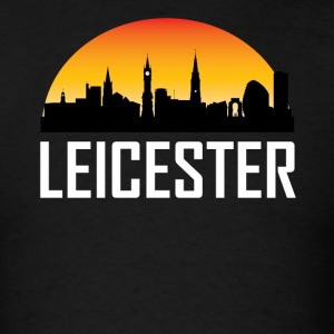 Sunset Skyline Silhouette of Leicester England - Men's T-Shirt