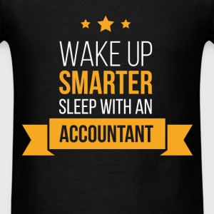 Wake up smarter, sleep with an accountant - Men's T-Shirt