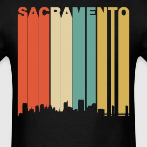 Retro Sacramento California Downtown Skyline - Men's T-Shirt