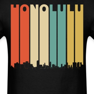 Vintage 1970's Style Honolulu Hawaii Skyline - Men's T-Shirt