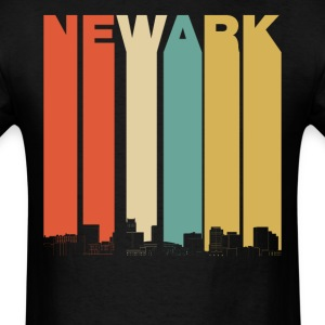 Vintage 1970's Style Newark New Jersey Skyline - Men's T-Shirt