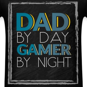 Dad by day, gamer by night  - Men's T-Shirt