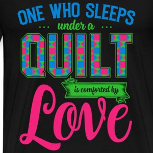 Quilt - Who sleeps under a quilt is comforted tee - Men's Premium T-Shirt