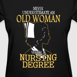 Woman with nursing degree - Never underestimate - Women's T-Shirt