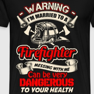 Firefighter - Messing with me can be dangerous - Men's Premium T-Shirt
