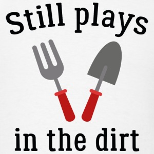 Still Plays In The Dirt - Men's T-Shirt