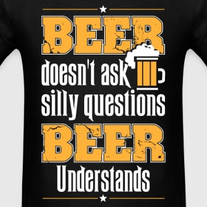 Beer lover - Beer doesn't ask silly question - Men's T-Shirt