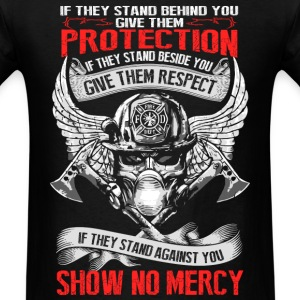 Firefighter - They stand behind you protect them - Men's T-Shirt