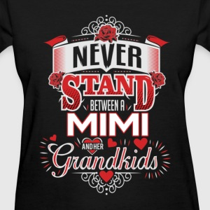 Mimi - Never stand between her and grandkids - Women's T-Shirt