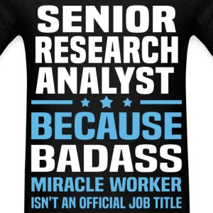 Senior Research Analyst Tshirt - Men's T-Shirt