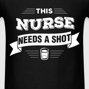 Nurse - This nurse needs a shot - Men's T-Shirt