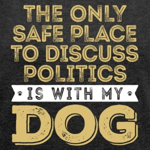 Only Safe Place to Discuss Politics Is With My Dog - Women´s Rolled Sleeve Boxy T-Shirt