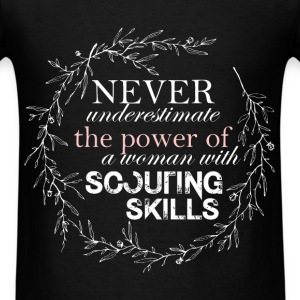 Scouting - Never underestimate the power of a woma - Men's T-Shirt
